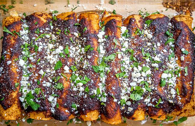 Töltött tortilla füstölt chili mártással